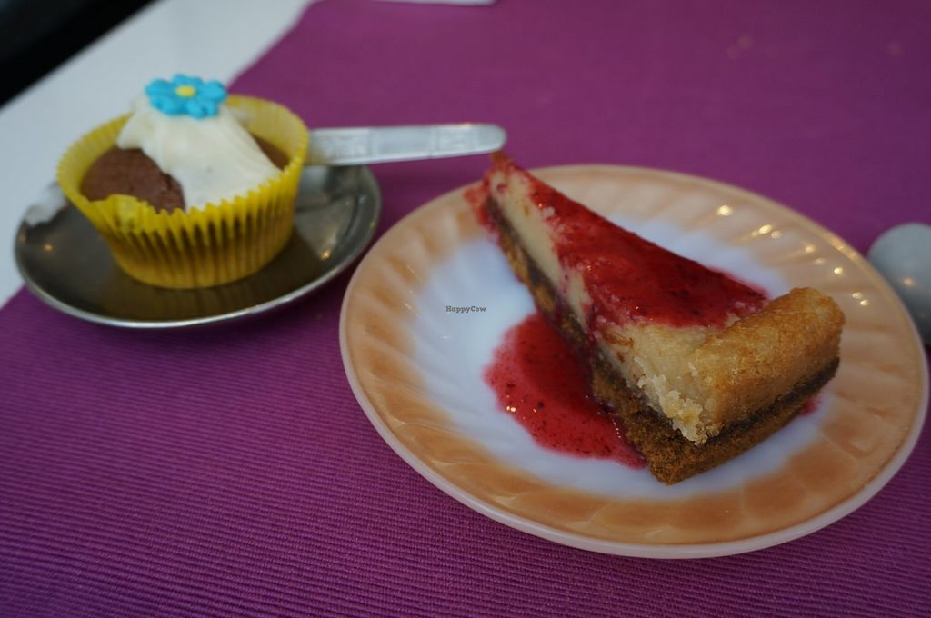 """Photo of Les Delices De Gigi  by <a href=""""/members/profile/Ricardo"""">Ricardo</a> <br/>Cheesecake and chocolate cupcake <br/> July 17, 2016  - <a href='/contact/abuse/image/53495/160456'>Report</a>"""