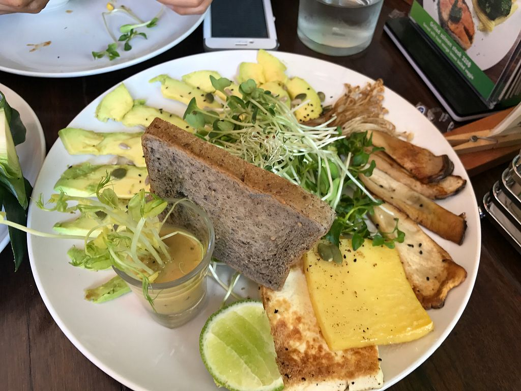 """Photo of Bubbles Live  by <a href=""""/members/profile/SeanW"""">SeanW</a> <br/>Avocado platter  <br/> December 15, 2017  - <a href='/contact/abuse/image/53652/335690'>Report</a>"""