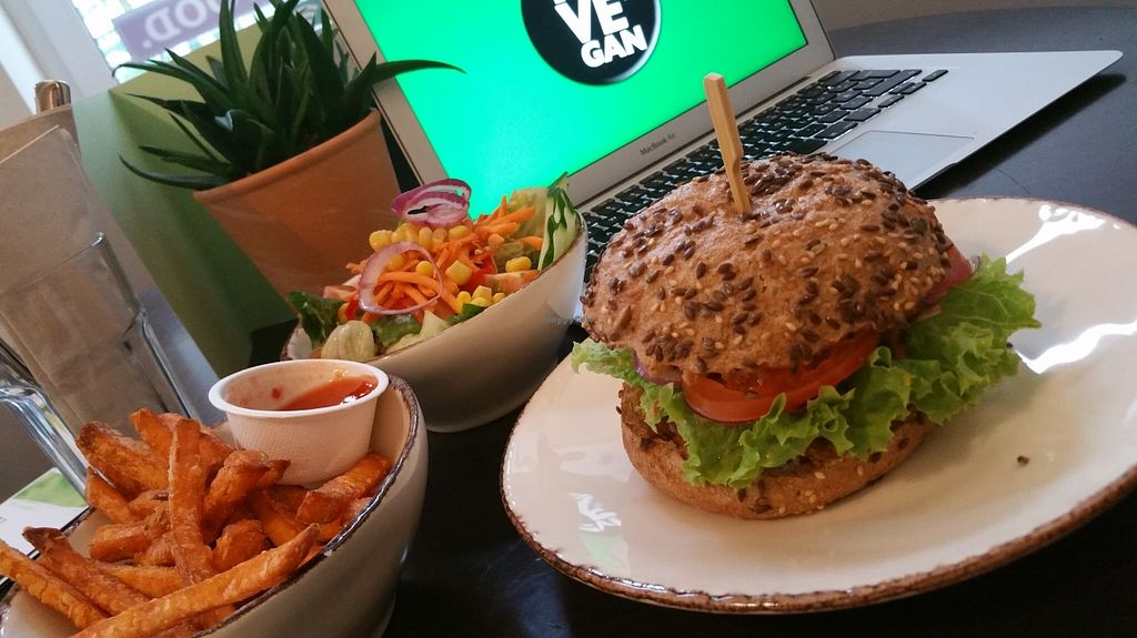 """Photo of My Heart Beats Vegan  by <a href=""""/members/profile/JanBredack"""">JanBredack</a> <br/>leckere Burger und free WiFi  <br/> September 1, 2015  - <a href='/contact/abuse/image/53725/116065'>Report</a>"""