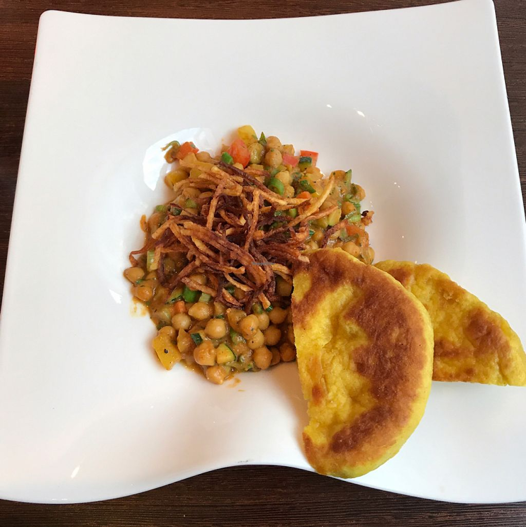 Photo of CLOSED: Amano Verde  by Malau <br/>Kichererbsen-Süßkartoffel-Curry mit Kartoffelstroh und hausgemachtem Naanbrot <br/> May 21, 2017  - <a href='/contact/abuse/image/53753/260884'>Report</a>