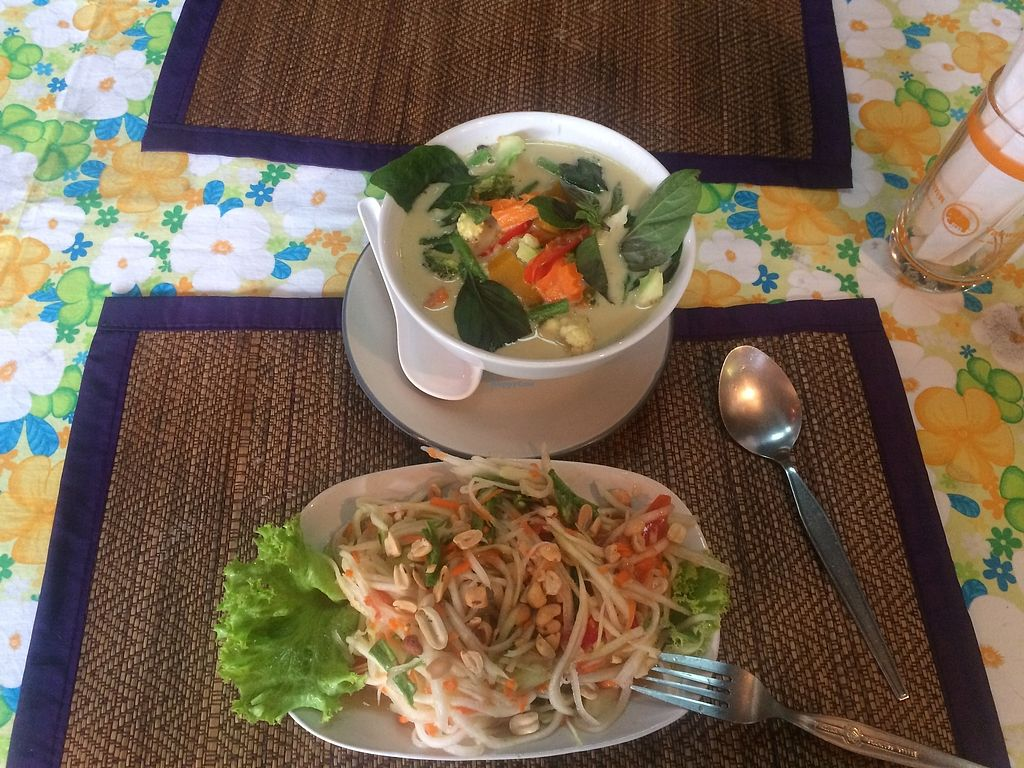 """Photo of O2  by <a href=""""/members/profile/Monikologic"""">Monikologic</a> <br/>Green curry with tofu and spicy Thai papaya salad (veganized) <br/> August 22, 2017  - <a href='/contact/abuse/image/53762/295533'>Report</a>"""