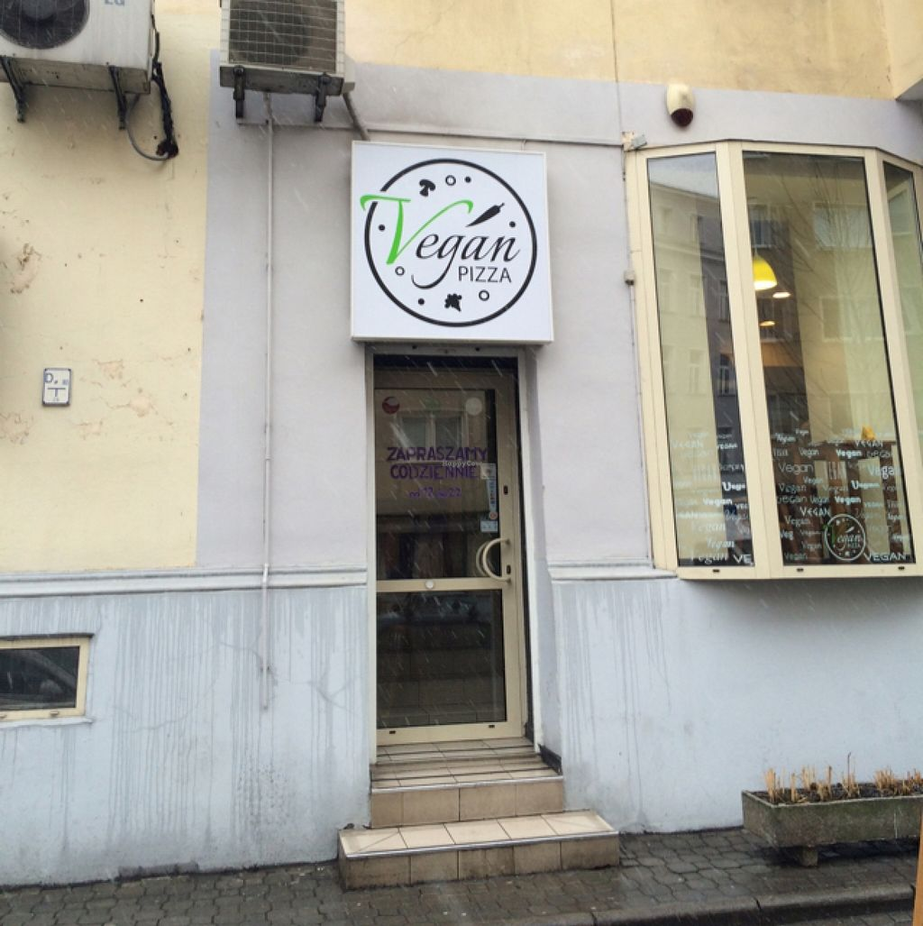 "Photo of CLOSED: Vegan Pizza  by <a href=""/members/profile/parksaj"">parksaj</a> <br/>Front door <br/> March 1, 2016  - <a href='/contact/abuse/image/53794/138288'>Report</a>"