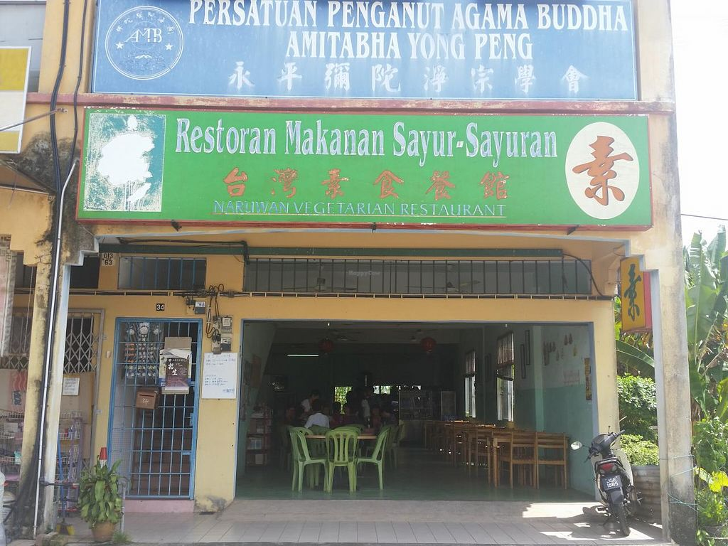 """Photo of CLOSED: Naruwan Vegetarian Restaurant  by <a href=""""/members/profile/JimmySeah"""">JimmySeah</a> <br/>Exterior  <br/> December 14, 2014  - <a href='/contact/abuse/image/53807/87938'>Report</a>"""