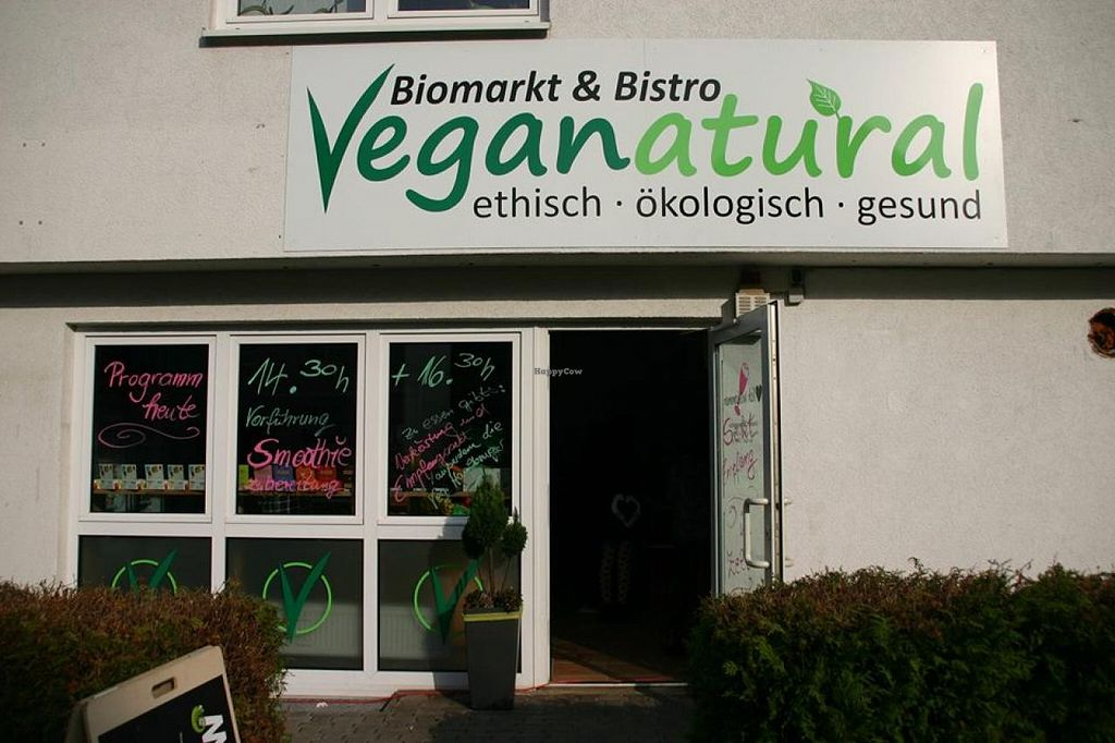 "Photo of Veganatural  by <a href=""/members/profile/holokawa"">holokawa</a> <br/>entrance of a little paradise in gießen <br/> January 1, 2015  - <a href='/contact/abuse/image/54034/89247'>Report</a>"
