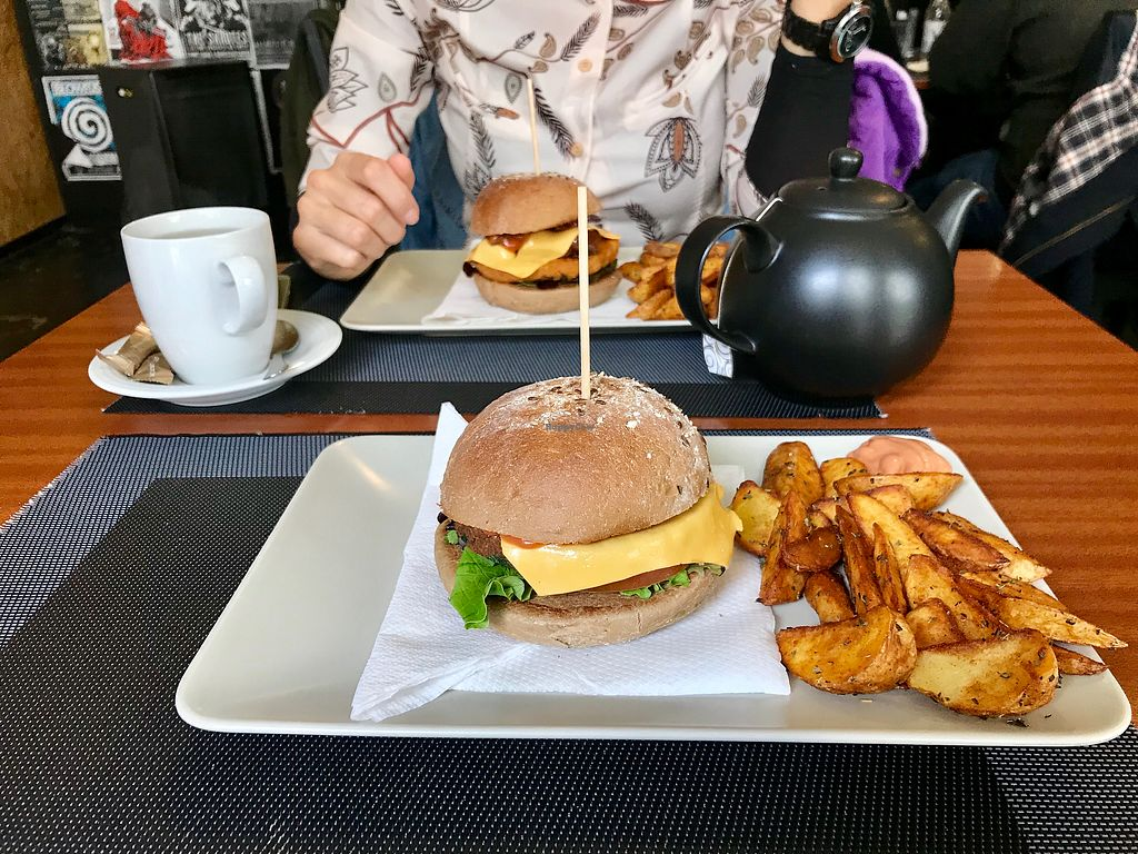 "Photo of Black Mamba Burgers and Records  by <a href=""/members/profile/Brunorg"">Brunorg</a> <br/>Punk burger <br/> March 14, 2018  - <a href='/contact/abuse/image/54069/370582'>Report</a>"