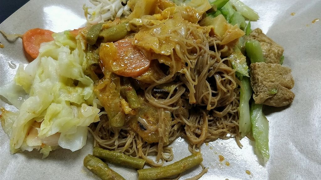 "Photo of Mummy Yummy Stall  by <a href=""/members/profile/JimmySeah"">JimmySeah</a> <br/>economic bee hoon with 4 different vegetables  <br/> March 11, 2018  - <a href='/contact/abuse/image/54250/369275'>Report</a>"