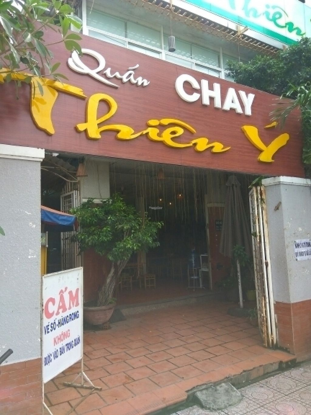 "Photo of Nha Hang Chay Thien y  by <a href=""/members/profile/MrGee"">MrGee</a> <br/>restaurant entrance  <br/> November 17, 2016  - <a href='/contact/abuse/image/54284/191155'>Report</a>"