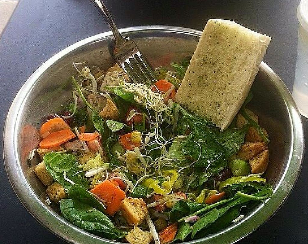 "Photo of Salata  by <a href=""/members/profile/community"">community</a> <br/>Salata <br/> January 1, 2015  - <a href='/contact/abuse/image/54304/227209'>Report</a>"