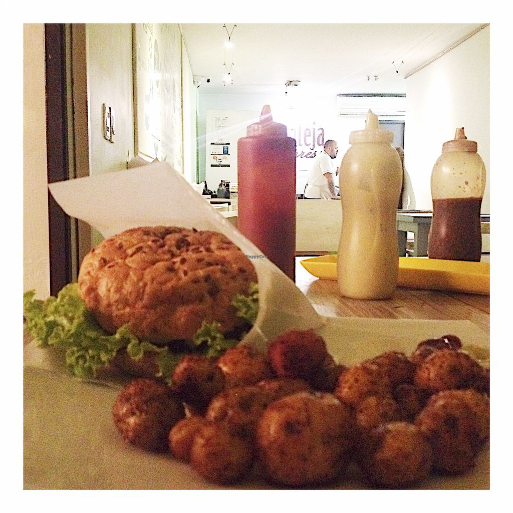 """Photo of Lenteja Express - Laureles  by <a href=""""/members/profile/santiagovf"""">santiagovf</a> <br/>Special burger and criolla-potatoes <br/> December 1, 2015  - <a href='/contact/abuse/image/54471/126807'>Report</a>"""