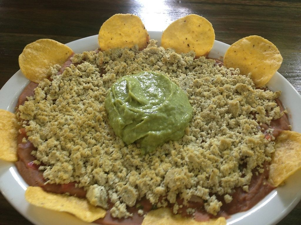"""Photo of Lenteja Express - Laureles  by <a href=""""/members/profile/EmilyNoelle"""">EmilyNoelle</a> <br/>Vegan nachos <br/> May 18, 2017  - <a href='/contact/abuse/image/54471/259658'>Report</a>"""