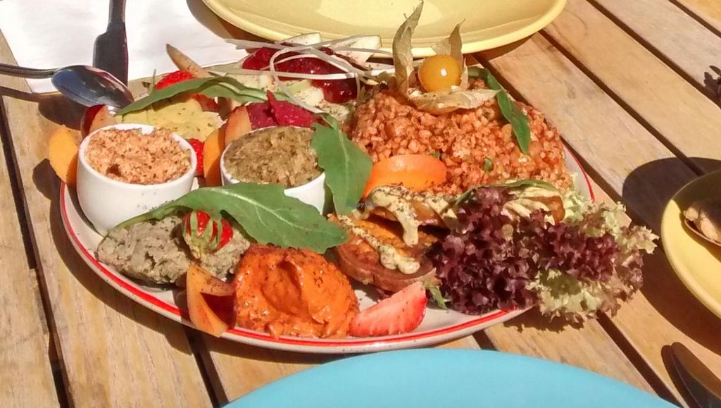"""Photo of Geh Veg  by <a href=""""/members/profile/zbzdoncorleone"""">zbzdoncorleone</a> <br/>The beautiful and delicious big breakfast plate <br/> July 1, 2015  - <a href='/contact/abuse/image/54502/107885'>Report</a>"""