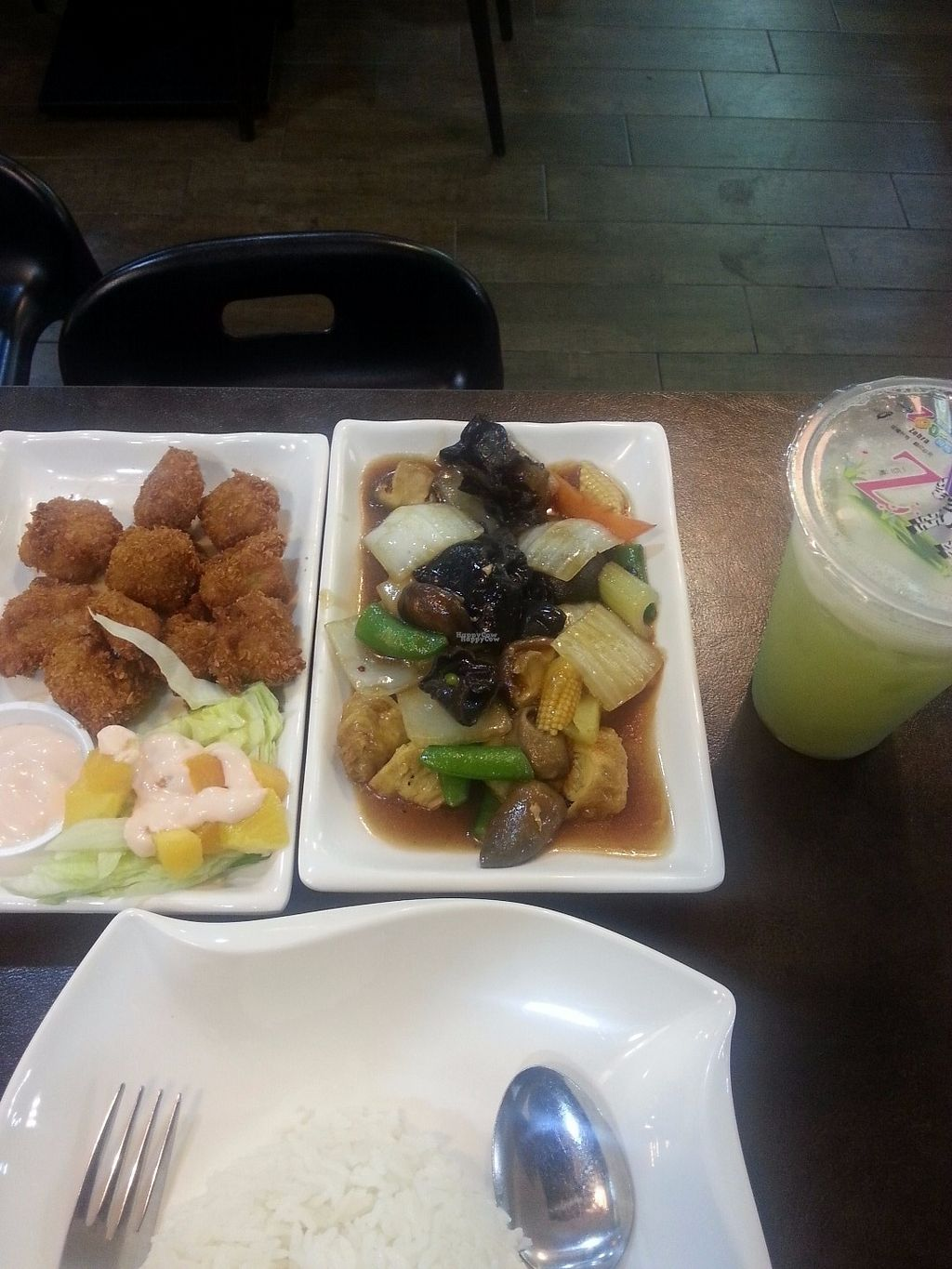 "Photo of Xing Hua Vegetarian - Fortune Centre  by <a href=""/members/profile/Satrai"">Satrai</a> <br/>Mock chicken en Chinese veg <br/> September 1, 2016  - <a href='/contact/abuse/image/54672/172913'>Report</a>"