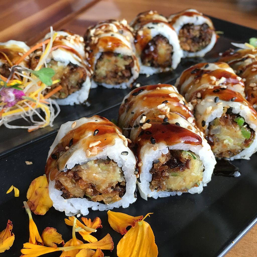 """Photo of Shizen Vegan Sushi Bar  by <a href=""""/members/profile/whollyvegan"""">whollyvegan</a> <br/>Hidden Agenda roll <br/> February 8, 2018  - <a href='/contact/abuse/image/54689/356226'>Report</a>"""