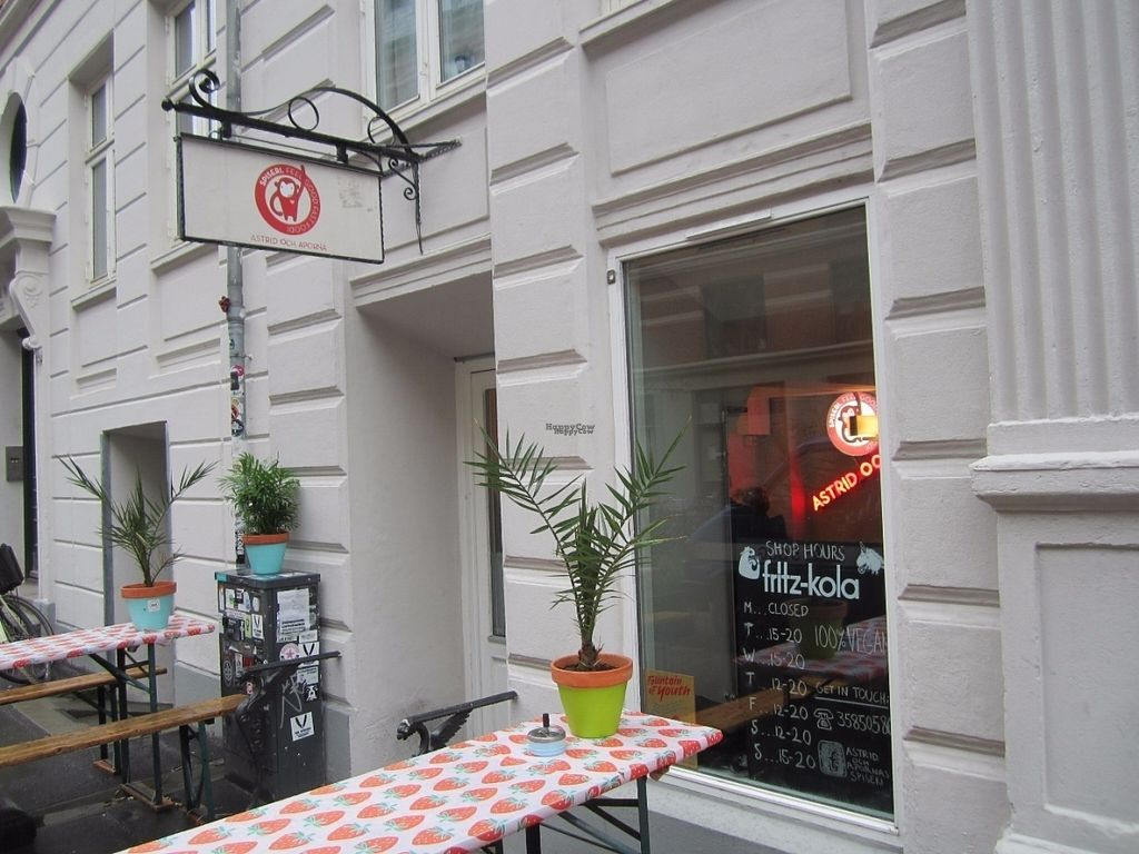 """Photo of CLOSED: Astrid och Aporna - Cph  by <a href=""""/members/profile/Trissan"""">Trissan</a> <br/>Astrid og aberne. Vegan diner. Burgers and other good stuff. To take away, or eat at the place. (Very few seats.) Very friendy staff. Not cheap, but then prices are higher in Copenhagen compared to those in Malmö Sweden, but ALL IS VEGAN!   <br/> November 3, 2016  - <a href='/contact/abuse/image/54710/186316'>Report</a>"""