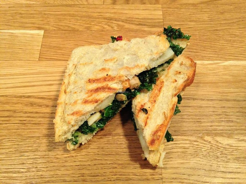 """Photo of raum  by <a href=""""/members/profile/SonjaST87"""">SonjaST87</a> <br/>delicious vegan Sandwich  <br/> January 26, 2015  - <a href='/contact/abuse/image/54736/91414'>Report</a>"""
