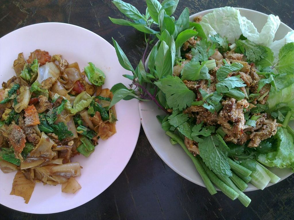 """Photo of CLOSED: Keereboon Vegetarian Food  by <a href=""""/members/profile/jeroenkusters"""">jeroenkusters</a> <br/>Laab and pad-si-ew <br/> January 22, 2015  - <a href='/contact/abuse/image/54802/91048'>Report</a>"""