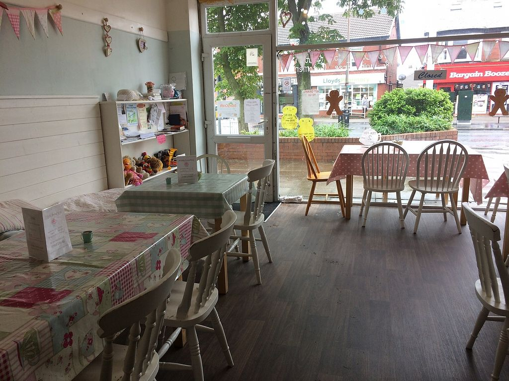 """Photo of A Little Something  by <a href=""""/members/profile/Hoggy"""">Hoggy</a> <br/>Inside A Little Something - front of shop and seating area <br/> August 2, 2017  - <a href='/contact/abuse/image/55062/287964'>Report</a>"""