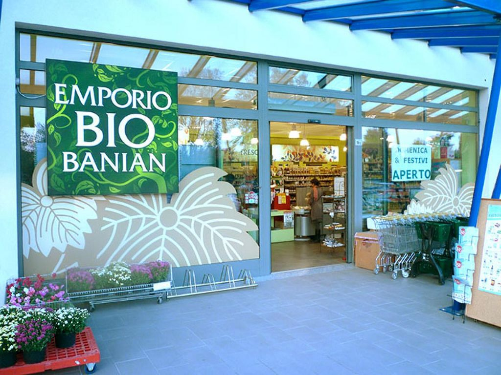 """Photo of Emporio Bio Banian  by <a href=""""/members/profile/community"""">community</a> <br/>Emporio Bio Banian <br/> January 30, 2015  - <a href='/contact/abuse/image/55267/91746'>Report</a>"""