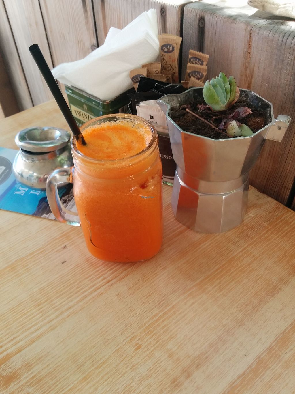 "Photo of Claro  by <a href=""/members/profile/InbalTenembaum"">InbalTenembaum</a> <br/>Fresh cold juice on a hot day <br/> July 30, 2017  - <a href='/contact/abuse/image/55290/286621'>Report</a>"