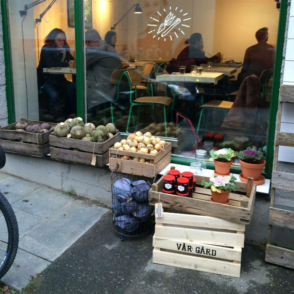 "Photo of Mat Fra Hagen  by <a href=""/members/profile/Eivind.Berre"">Eivind.Berre</a> <br/>you can buy fresh, local vegetables and produce <br/> February 5, 2015  - <a href='/contact/abuse/image/55436/92317'>Report</a>"