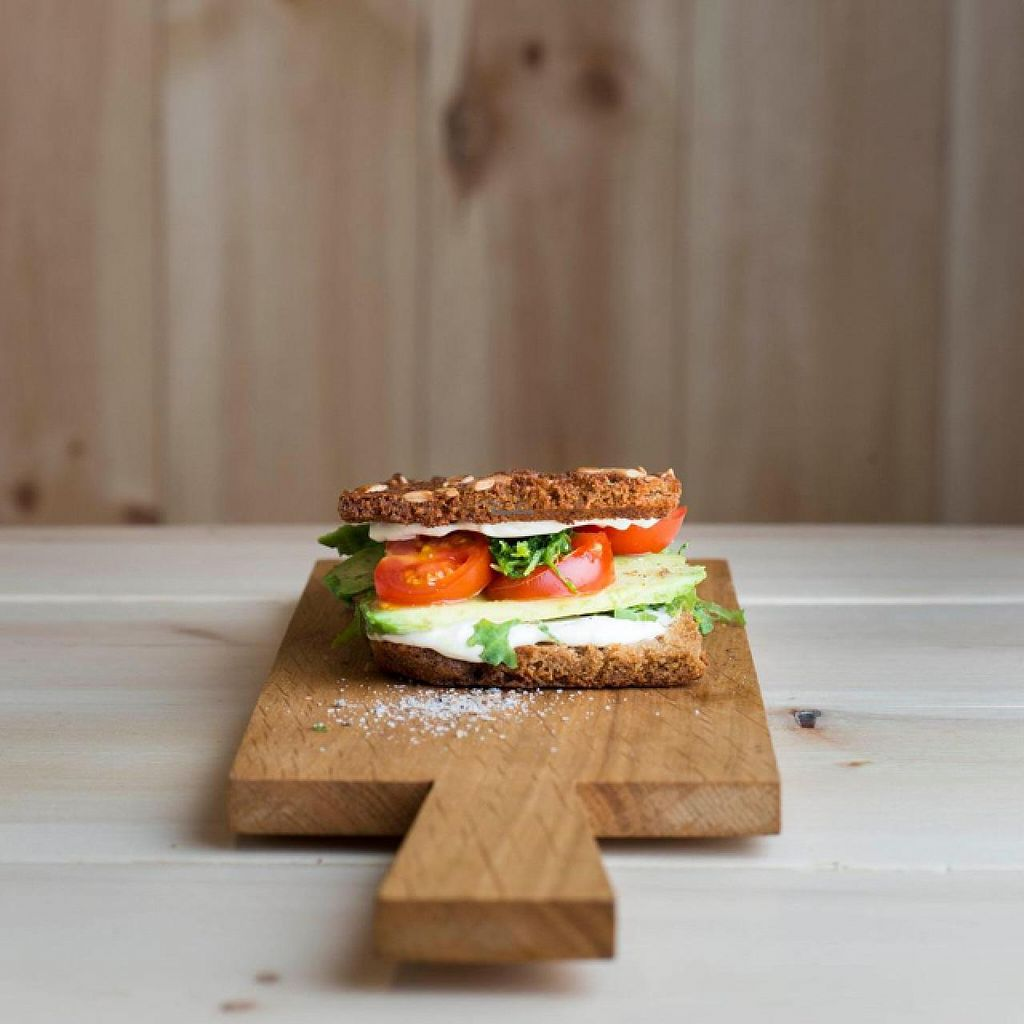"Photo of Mat Fra Hagen  by <a href=""/members/profile/Eivind.Berre"">Eivind.Berre</a> <br/>avocado and tomato sandwich. glutenfree <br/> February 5, 2015  - <a href='/contact/abuse/image/55436/92318'>Report</a>"