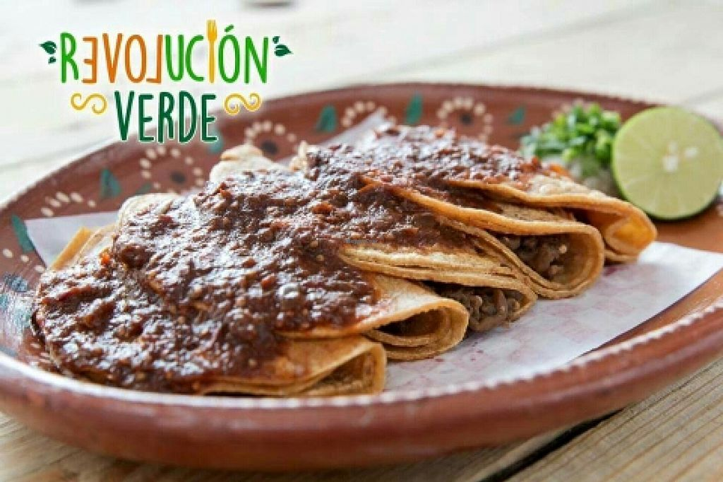 """Photo of Revolucion Verde  by <a href=""""/members/profile/Sergiocermor"""">Sergiocermor</a> <br/>tlaquepaque  tacos <br/> May 29, 2016  - <a href='/contact/abuse/image/55484/151343'>Report</a>"""