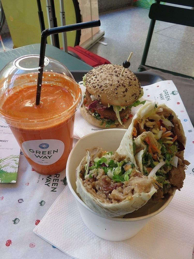 """Photo of Greenway - St Gilles  by <a href=""""/members/profile/TrudiBruges"""">TrudiBruges</a> <br/>our lunch at Greenway Brussels,  Mexican smoked Jalapeno burger (7,95€) and a Yakitori Wrap (7,95€). Fresh juice was 5€.  <br/> November 21, 2017  - <a href='/contact/abuse/image/55591/327734'>Report</a>"""