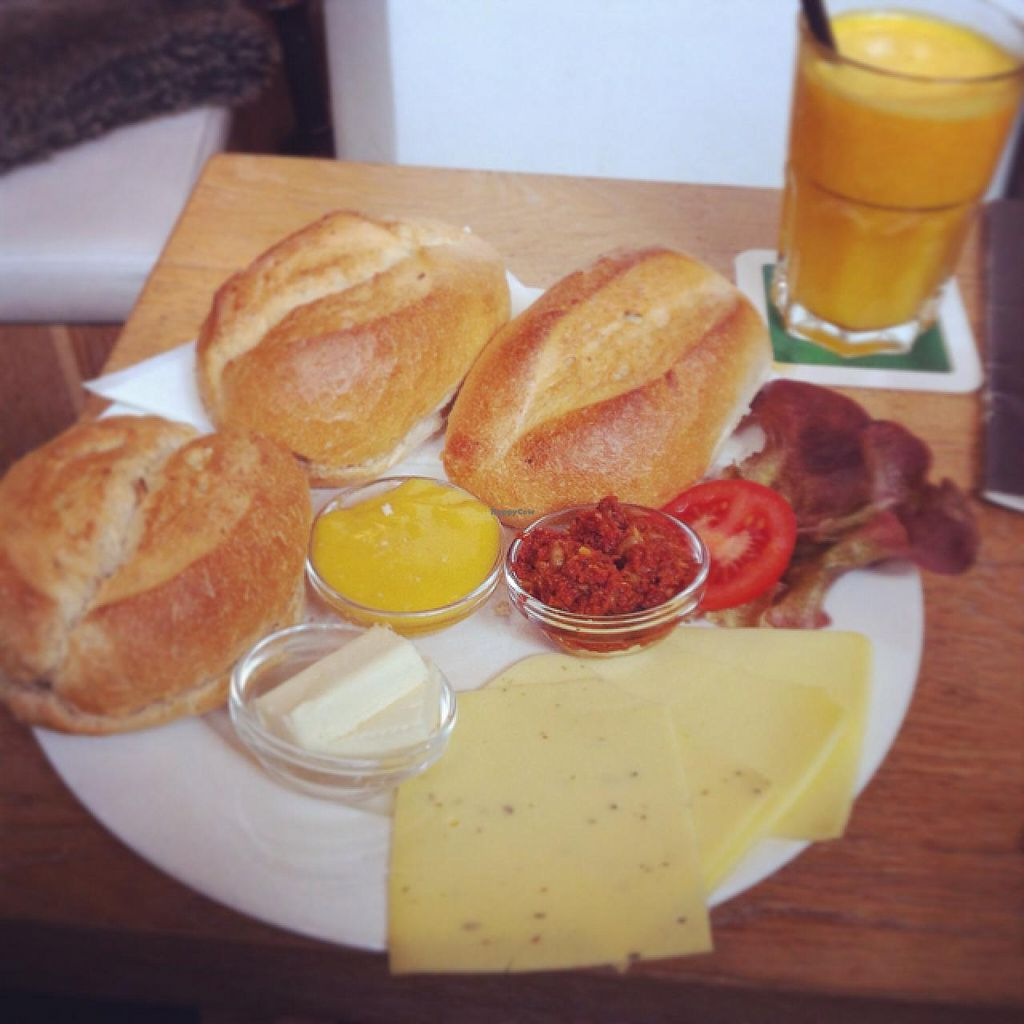 "Photo of News Cafe  by <a href=""/members/profile/Johannes%20Freundlich"">Johannes Freundlich</a> <br/>vegan Breakfast (plus extra bun and orange juice) <br/> March 7, 2015  - <a href='/contact/abuse/image/55604/95150'>Report</a>"
