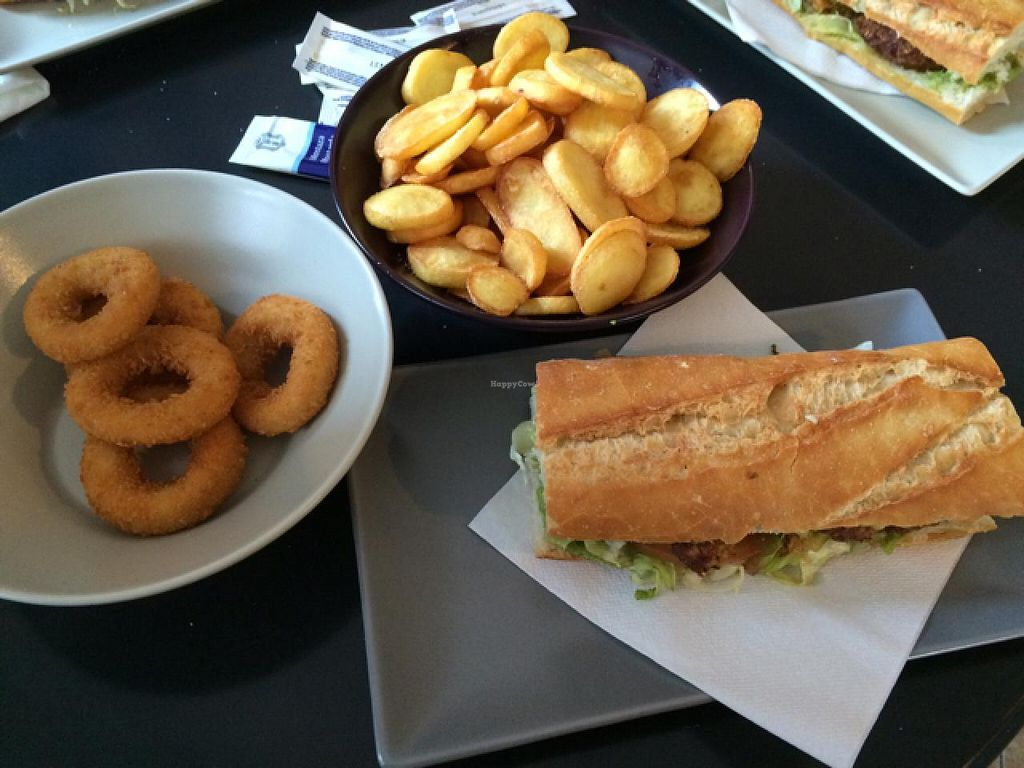 """Photo of Pentagrama  by <a href=""""/members/profile/EndikaW.Bush"""">EndikaW.Bush</a> <br/>Onion rings, fries and burguer sandwich. All vegan.  <br/> February 22, 2015  - <a href='/contact/abuse/image/55606/93677'>Report</a>"""