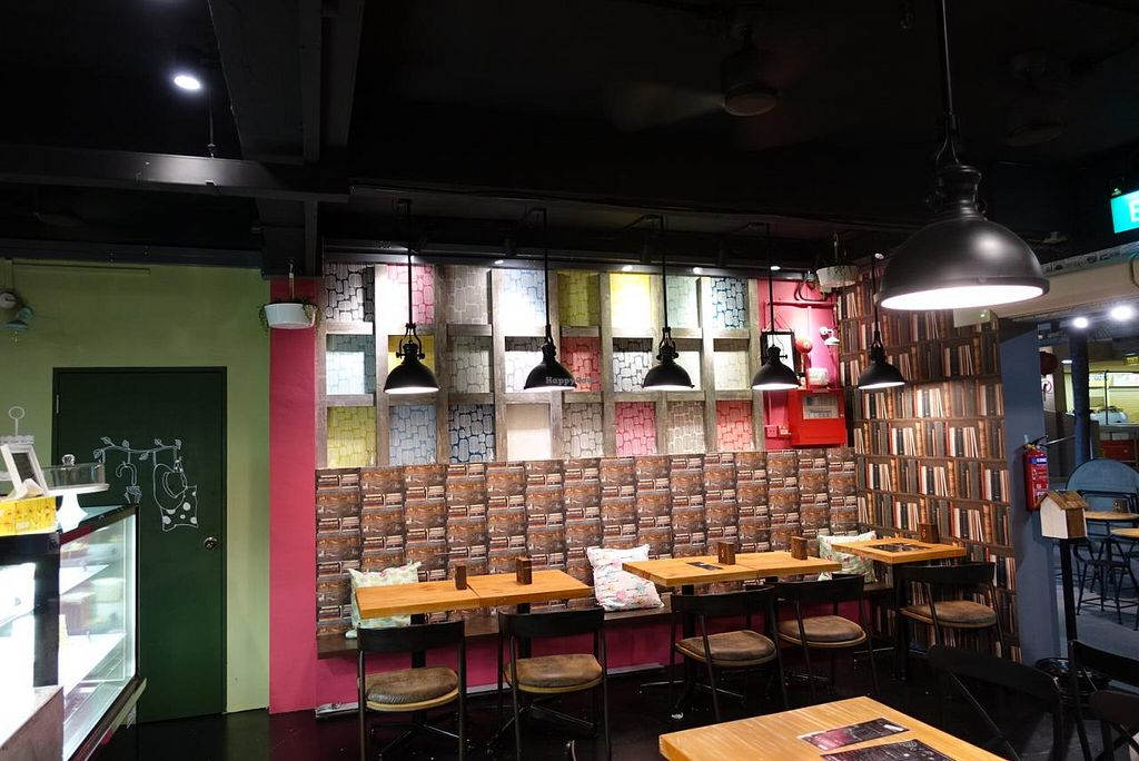 """Photo of CLOSED: D'life - Commonwealth  by <a href=""""/members/profile/JimmySeah"""">JimmySeah</a> <br/>cafe interior <br/> February 16, 2015  - <a href='/contact/abuse/image/55733/93310'>Report</a>"""
