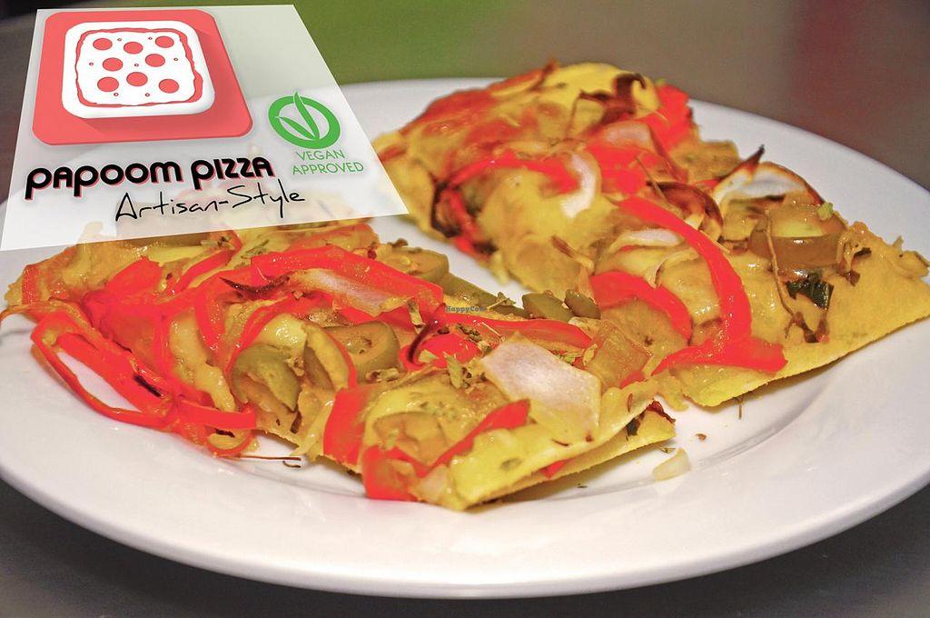 """Photo of Papoom Pizza - Home Kitchen  by <a href=""""/members/profile/PapoomPizza"""">PapoomPizza</a> <br/>TODA pizza incluye: una porción de queso vegano una porción de salsa un aderezo a su elección sal orgánica marina gruesa orégano seco salpicado <br/> February 18, 2015  - <a href='/contact/abuse/image/55779/93464'>Report</a>"""