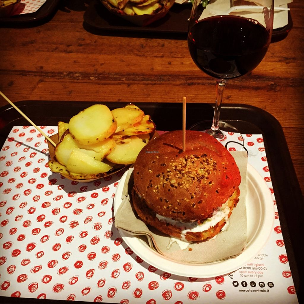 """Photo of Veg and Veg  by <a href=""""/members/profile/lorenzonannini"""">lorenzonannini</a> <br/>burger and potatoes  <br/> December 29, 2015  - <a href='/contact/abuse/image/55938/130256'>Report</a>"""