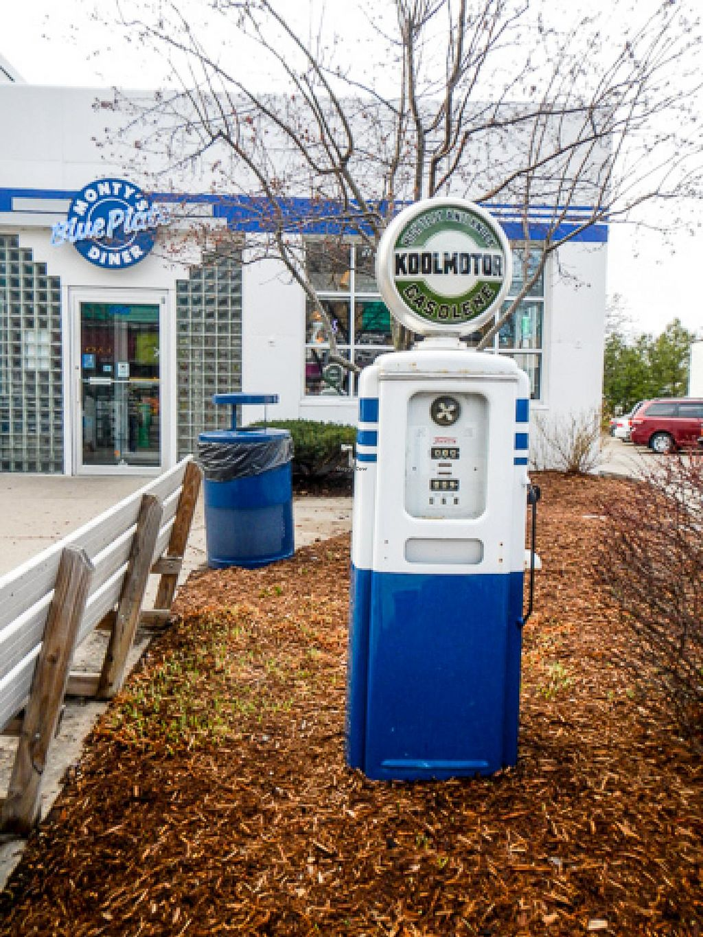 """Photo of Monty's Blue Plate Diner  by <a href=""""/members/profile/EverydayTastiness"""">EverydayTastiness</a> <br/>outside <br/> April 24, 2015  - <a href='/contact/abuse/image/5594/100137'>Report</a>"""