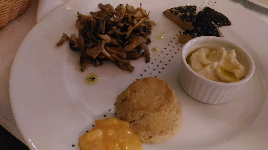 """Photo of CLOSED: Pinzimonio  by <a href=""""/members/profile/MichaelRauscher2013"""">MichaelRauscher2013</a> <br/>3 vegan cheeses with mushrooms  <br/> November 28, 2016  - <a href='/contact/abuse/image/56036/195445'>Report</a>"""