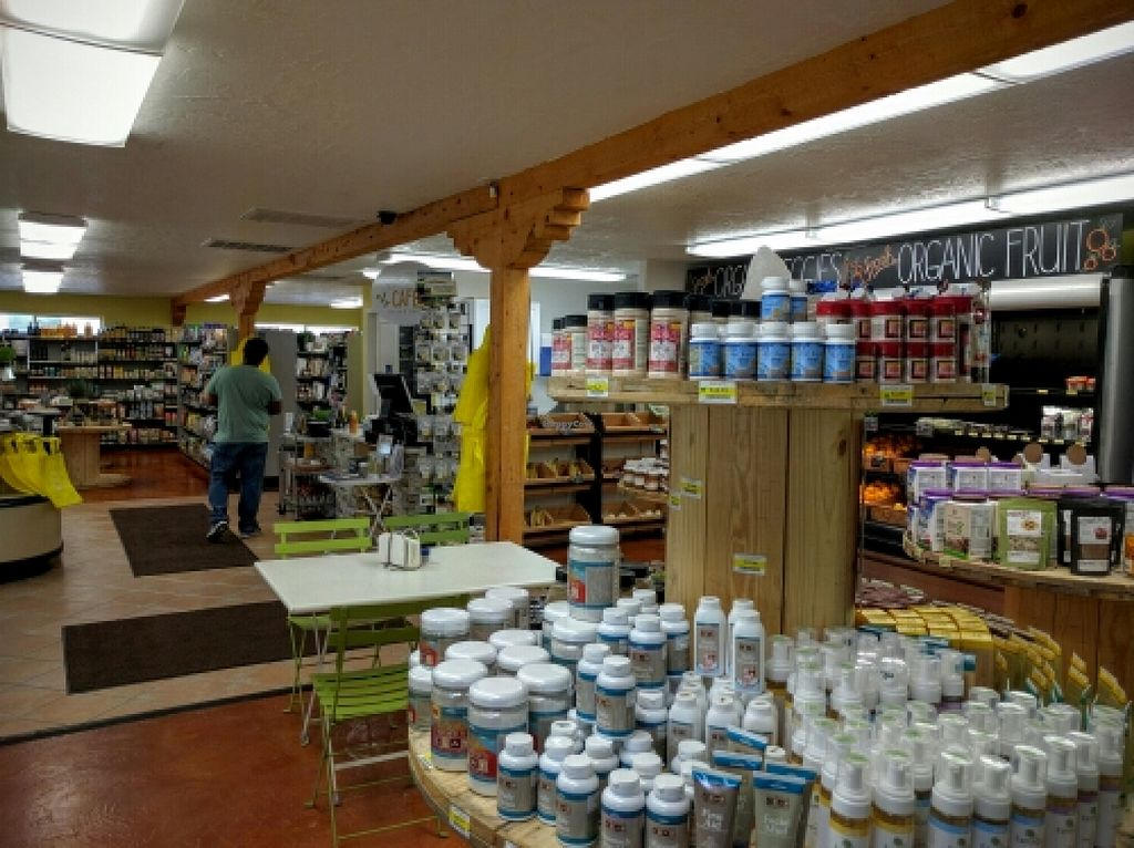 Photo of Real Foods Market   by Navegante <br/>Interior, Apr 2016 <br/> April 15, 2016  - <a href='/contact/abuse/image/5619/144759'>Report</a>