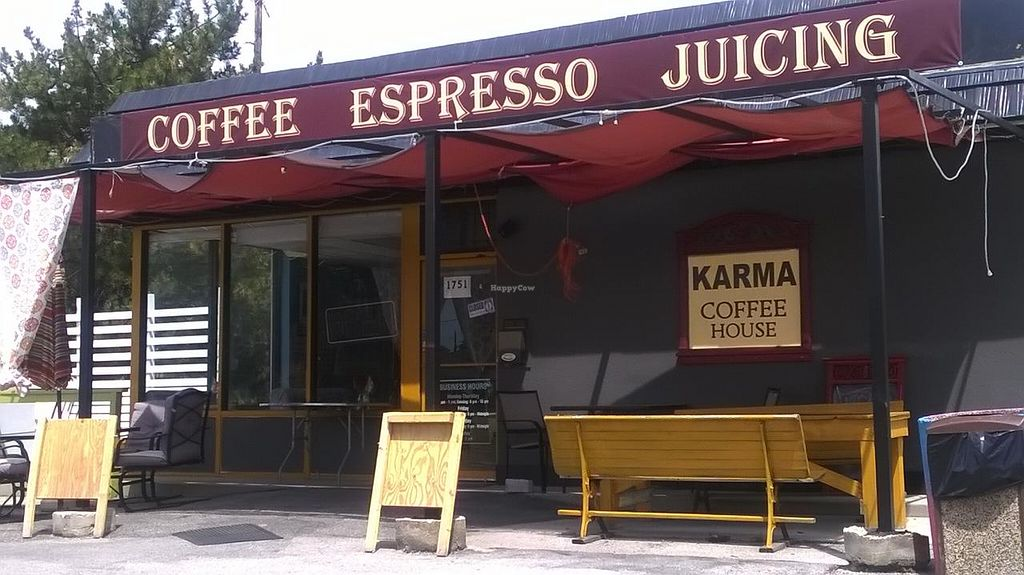 Photo of CLOSED: Karma Coffee House  by Navegante <br/>Exterior, July 2015 <br/> July 19, 2015  - <a href='/contact/abuse/image/56275/109927'>Report</a>