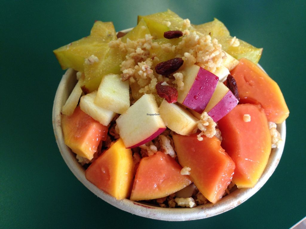 """Photo of Farmacy Health Bar  by <a href=""""/members/profile/whiteflare"""">whiteflare</a> <br/>Honolua Acai Bowl! so delicious and fresh (with star fruit, apple, and papaya) <br/> November 5, 2015  - <a href='/contact/abuse/image/56303/124009'>Report</a>"""
