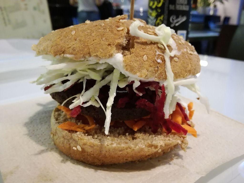 "Photo of Burger Mel - Benavides  by <a href=""/members/profile/leti7bc"">leti7bc</a> <br/>hamburguesa con pan de dos días <br/> August 8, 2017  - <a href='/contact/abuse/image/56412/290481'>Report</a>"