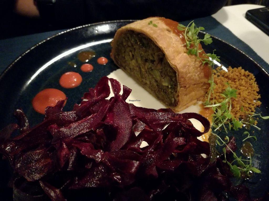 "Photo of Lupin Restaurante Vegetariano  by <a href=""/members/profile/NatachaDeSousa"">NatachaDeSousa</a> <br/>folhado wellington, pure de couve flor e batata doce roxa  <br/> November 14, 2017  - <a href='/contact/abuse/image/56547/325686'>Report</a>"