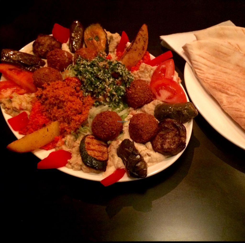 "Photo of Mahmoud's  by <a href=""/members/profile/Plantpower"">Plantpower</a> <br/>this is a huuuge oval vegan special plate for 2. for 15€y <br/> April 4, 2015  - <a href='/contact/abuse/image/56794/97821'>Report</a>"
