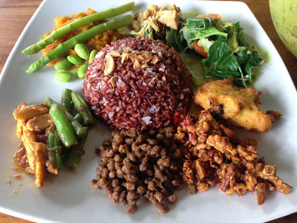 "Photo of Wulan Vegetarian Warung  by <a href=""/members/profile/Kvegana"">Kvegana</a> <br/>7 Veg Plate <br/> January 23, 2017  - <a href='/contact/abuse/image/56812/215278'>Report</a>"