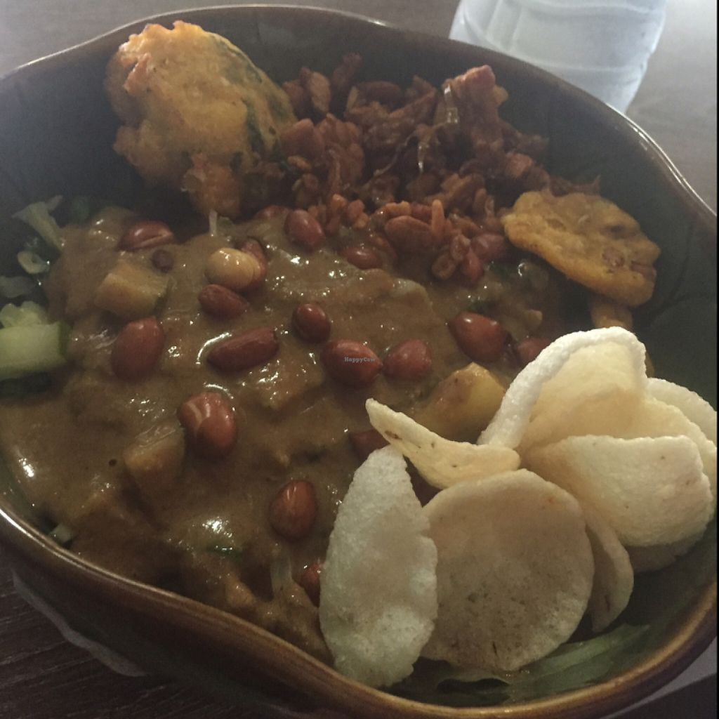 "Photo of Wulan Vegetarian Warung  by <a href=""/members/profile/NinetteHansson"">NinetteHansson</a> <br/>veggies and peanut sace <br/> May 16, 2017  - <a href='/contact/abuse/image/56812/259262'>Report</a>"