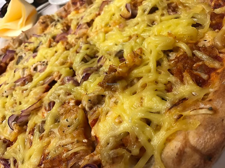 """Photo of CLOSED: Napfenyes Bistro  by <a href=""""/members/profile/Beaa"""">Beaa</a> <br/>coal burners pizza with extra cheese ... omg! so good! <br/> July 24, 2017  - <a href='/contact/abuse/image/56837/284277'>Report</a>"""