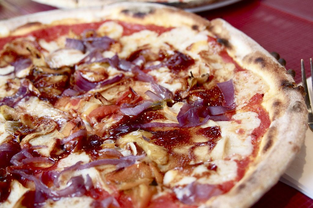 """Photo of Morelli Zorelli  by <a href=""""/members/profile/fatbobcat"""">fatbobcat</a> <br/>Vegan BBQ chicken pizza <br/> August 4, 2015  - <a href='/contact/abuse/image/56987/112176'>Report</a>"""