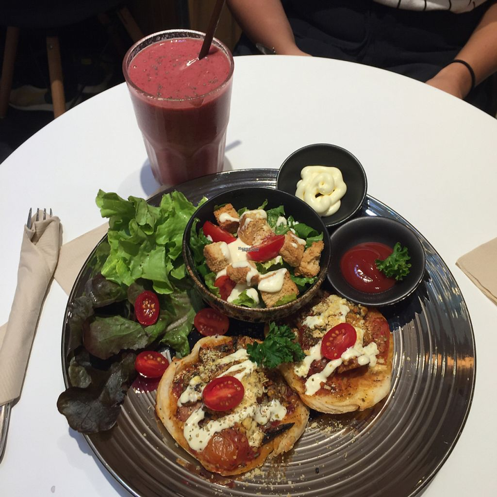 """Photo of Veganerie - EmQuartier  by <a href=""""/members/profile/sabriddelgado"""">sabriddelgado</a> <br/>Pizza and a side salad? also a smoothie! <br/> January 1, 2017  - <a href='/contact/abuse/image/57025/206931'>Report</a>"""