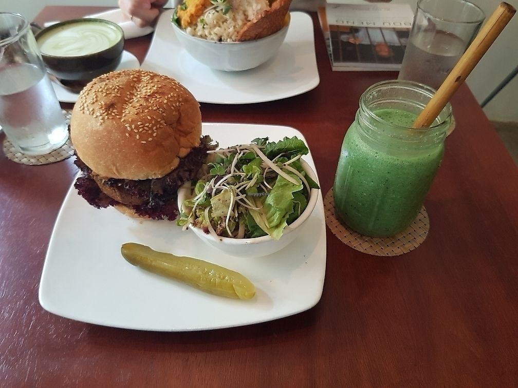 "Photo of Backyard Cafe  by <a href=""/members/profile/abeille89"">abeille89</a> <br/>bad ass burger <br/> June 10, 2017  - <a href='/contact/abuse/image/57031/267539'>Report</a>"