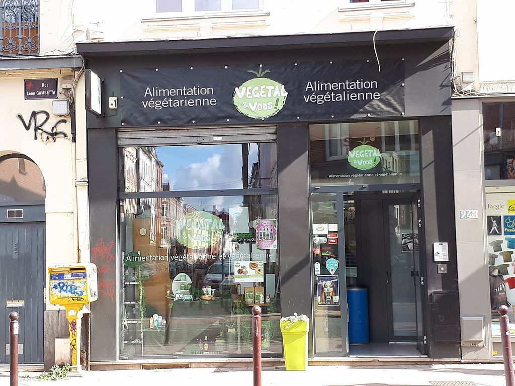 """Photo of Vegetal et Vous  by <a href=""""/members/profile/Tea_and_Sparkles"""">Tea_and_Sparkles</a> <br/>Storefront <br/> September 10, 2017  - <a href='/contact/abuse/image/57084/302992'>Report</a>"""