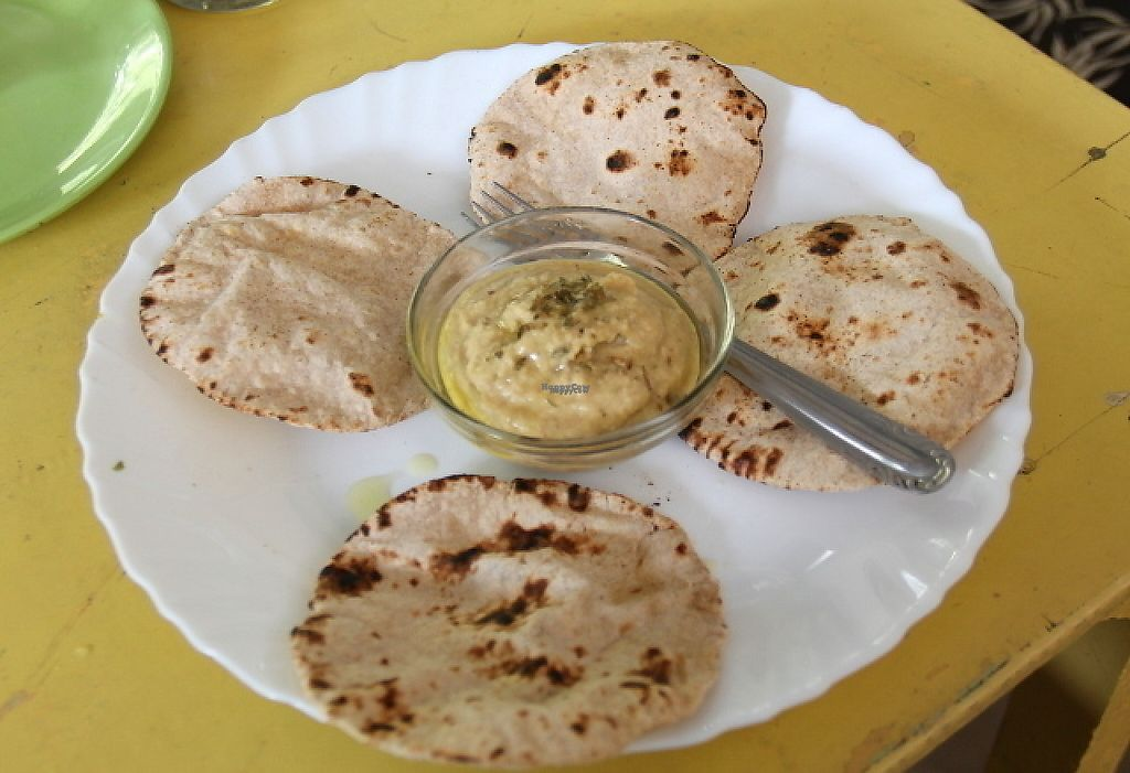 """Photo of Vegan and Raw  by <a href=""""/members/profile/reissausta%20ja%20ruokaa"""">reissausta ja ruokaa</a> <br/>Hummus and chapatis.  <br/> December 6, 2016  - <a href='/contact/abuse/image/57085/197824'>Report</a>"""