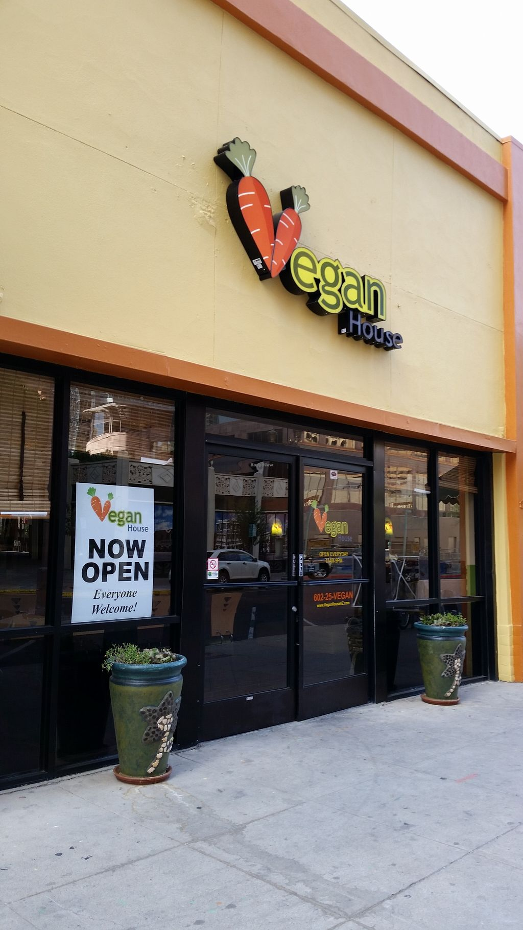 """Photo of Vegan House  by <a href=""""/members/profile/jlo5616"""">jlo5616</a> <br/>Storefront on Adams Street <br/> September 18, 2015  - <a href='/contact/abuse/image/57294/118292'>Report</a>"""
