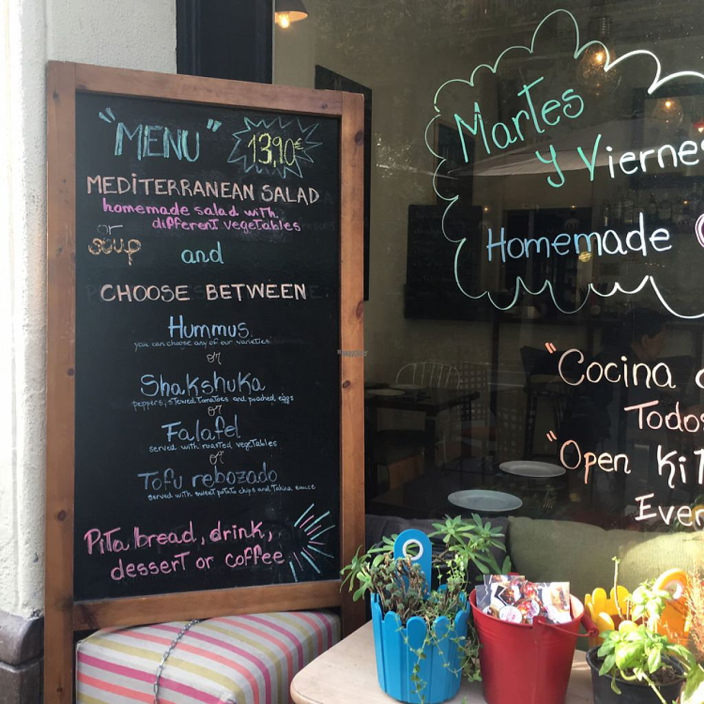 """Photo of Hummus Barcelona  by <a href=""""/members/profile/manic-organic"""">manic-organic</a> <br/>Menu board Dec 2016 <br/> December 10, 2016  - <a href='/contact/abuse/image/57327/199169'>Report</a>"""